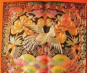 0年收藏近万件少数民族刺绣品图片